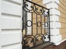 Кованое ограждение декоративное в каменном заборе