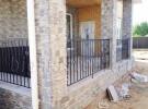Терраса частного дома с коваными ограждениями