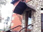 Козырек кованый - вход в здание