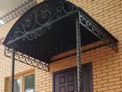 Козырек кованый над входной дверью