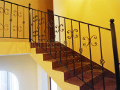 Перила кованые, лестница на второй этаж