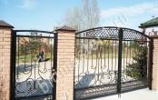 Калитка и ворота кованые. Частный дом.