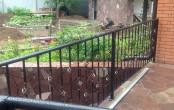 Кованый балкон во двор частного дома