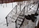 Ограждение кованое на лестнице на веранду