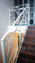 Верхний этаж лестница с коваными перилами