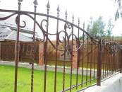 Кованый забор в загородном доме