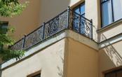 Балкон кованый двор дома