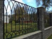 Кованый забор в камне