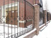 Забор кованый вокруг частного дома