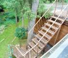 Металлическая лестница уличная на крышу дома