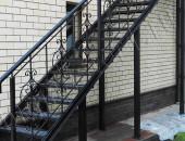 Наружная лестница из металла