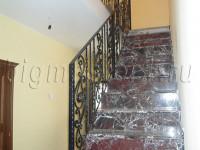 Ограждение кованое на лестнице в доме