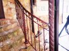 Кованое ограждение лестницы крыльца