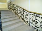Ограждение лестницы кованое, на второй этаж дома