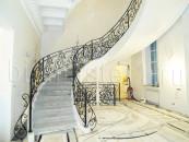 Перила кованые по форме лестницы