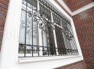 Решетка кованая на окне