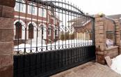 Ворота кованые откатные в загородном доме