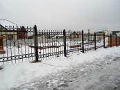 Забор кованый после монтажа вокруг участка