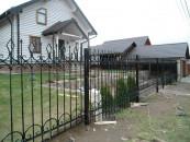 Забор кованый для загородного дома
